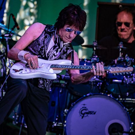 Jeff Beck: Guitar God, Piercing The Soul Live In St. Louis